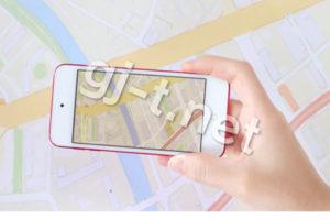 スマートフォンで地図を見る